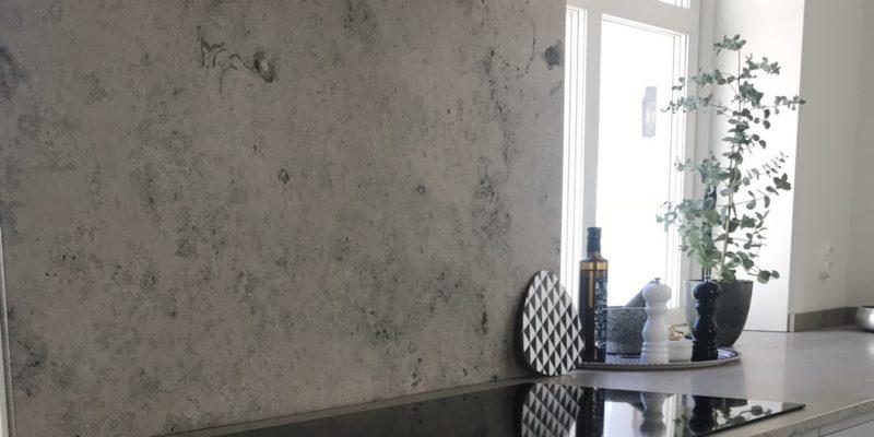 Bordplader af kalksten – dinosaurerne i din dagligstue