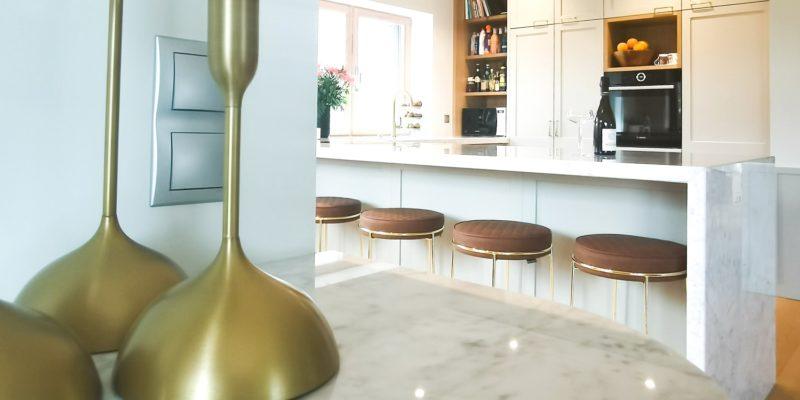 Hvid marmors mange udtryk – hver bordplade fremstillet af natursten er unik!